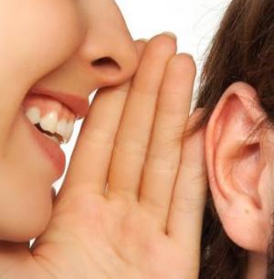 all'orecchio